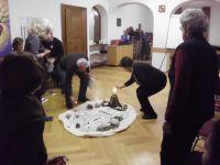 Alle Teilnehmer entzuenden ein Teelicht fuer ihr persoenliches Taborerlebnis und erlaeuchten so die Wueste